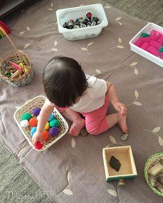 Mamilatte | Juego Heurístico Infant Activities, Activities For Kids, Crafts For Kids, Heuristic Play, Baby Sensory Play, Montessori Toddler, Classroom Design, Reggio Emilia, Kids Decor