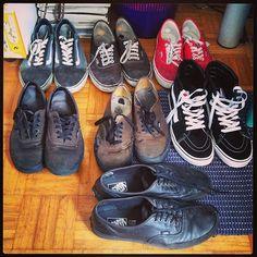Instagram #skateboarding photo by @xandrea_pma - Choose your shoes #shoe #vans #collection #vintage #oldschool #hisk8 #california #black #rugged #skate #skateboarding #sun #summer #style #authentic #leather #punkrock #goldenstate #surf #red. Support your local skate shop: SkateboardCity.co