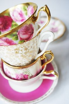TEACUPS / Pink and gold