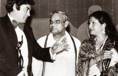1977 ::  Sanjeev Kumar and Rakhee Receive The Best Actor and Actress Filmfare Award From  Atal Bihari Vajpayee