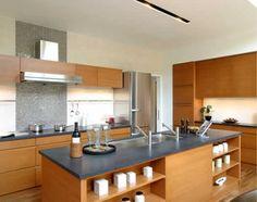 家族はもちろん、お客様を招いてホームパーティーなど、大勢で料理するのに適したアイランド・キッチンです。 Japanese House, Küchen Design, Kitchen Island, Simple, Table, Furniture, Home Decor, Ideas, Modern Kitchens