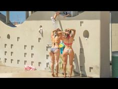 Beach Shower Shampoo Prank Is The Funniest Thing We'Ve Watched This Week!!