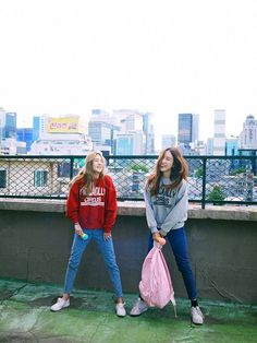 Image about fashion in Kstyle by 다른 on We Heart It Korean Girl Fashion, Ulzzang Fashion, Ulzzang Girl, Asian Fashion, Look Fashion, Fashion Outfits, Grunge Style, Soft Grunge, How To Pose