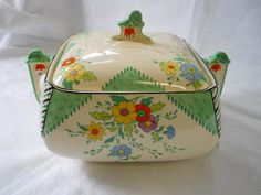 Vintage Cups, Vintage Dishes, Vintage China, Vintage Stuff, Art Deco Home, Painted Jars, Vintage Kitchenware, China Sets, China Patterns