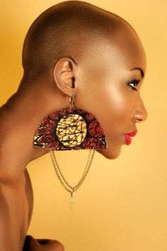 fr love this ethnics earrings ethno tendance, style ethnique… African Beauty, African Women, African Fashion, African Earrings, African Jewelry, Art Afro, Natural Hair Styles, Short Hair Styles, Ideas Joyería