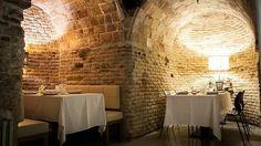 Doce restaurantes perfectos para una cena para dos - En Madrid existe un local que esconde la historia de la ciudad en sus paredes. Se trata de la Bodega de los Secretos, una antigua bodega del siglo XVII renovada el pasado año que ha recibido a Templarios, adversarios de Napoleón y disidentes de la Guerra Civil