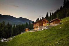 Chalet nel Doch, l'hotel a San Martino di Castrozza per la tua vacanza natura. #trentinocharme #sanmartinodicastrozza Mountaineering, Alps, Trekking, Climbing, Villa, Hiking, Italy, Cabin, Adventure