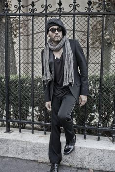 Photo : Lenny Kravitz-He is so kool! Lenny Kravitz, Sharp Dressed Man, Well Dressed, My Black Is Beautiful, Beautiful Men, Raining Men, Stylish Men, Dapper, Style Icons