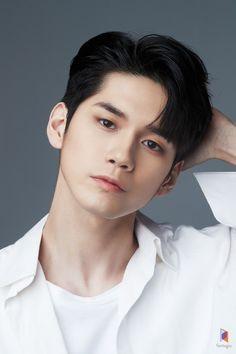 "ASK K-POP Ong Seong Woo has been cast as the lead in JTBC's upcoming Monday-Tuesday drama Moments"" Asian Actors, Korean Actors, K Pop, Ong Seung Woo, Asian Men Hairstyle, Korean Haircut Men, Guy Hairstyles, Asian Haircut, Kim Jaehwan"