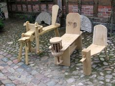 The Right Woodworking Plans Make Woodworking Projects Easy - wood working projects Easy Woodworking Ideas, Green Woodworking, Woodworking Furniture, Woodworking Shop, Woodworking Crafts, Woodworking Plans, Diy Furniture, Workbench Designs, Workbench Plans