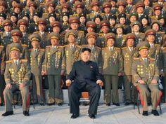 2014 - 8 de Enero, Con una infancia misteriosa, Kim Jong-un surgió desde la oscuridad para convertirse en el tercer miembro de su familia en dirigir el país más aislado políticamente del mundo. Hoy celebra su cumpleaños.