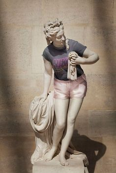 "Leo Caillard wanted to dress classical statues in ""hipster clothing"". He photographed the statues individually at the Musée du Lourve in Paris. Then he casted people with a similar body shape to the. Ancient Greek Sculpture, Greek Statues, Hipsters, Sculpture Romaine, Don Du Sang, Roman Sculpture, High Renaissance, Art Antique, Hipster Outfits"