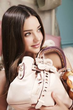 26 Genius Outfit Ideas to Steal From Street-Style Star Miranda Kerr – Celebrities Woman Star Fashion, Look Fashion, Gifs Ideas, Brown Hair Inspiration, Miranda Kerr Style, Most Beautiful, Beautiful Women, Australian Models, Victoria Secret Angels