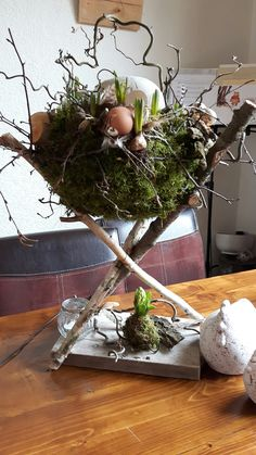 Learn how to make Handmade Dollar Store Easter Decorations on a Budget - Bird Nests! These are the perfect spring decorations that will brighten up your home! Easter Flower Arrangements, Easter Flowers, Floral Arrangements, Easter Centerpiece, Diy Easter Cards, Easter Crafts, Easter Décor, Diy Cards, Handmade Decorations