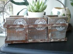 RUSTIC SHABBYCHIC DISTRESSED BROWN & CREAM WOODEN TRIO PLANTER WITH METAL HANDLE
