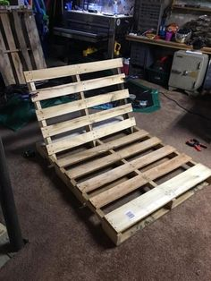 Made a pallet lounge tree swing.and it's awesome!, Made a pallet lou Pallet Lounger, Porch Swing Pallet, Pallet Tree, Pallet Swings, Patio Swing, Outdoor Pallet, Outdoor Seating, Outdoor Dining, Sun Lounger