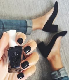 Have this color in my hands now and sugar daddy on my feet. I ❤️ Essie! Hope Heath likes 'smokin' hot' i gave her today