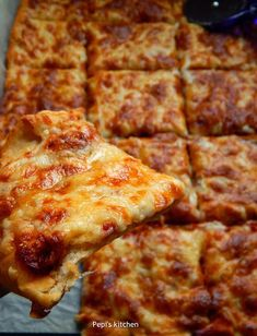 Pepi's kitchen in english: Easy Pizza Margherita Greek Recipes, My Recipes, Real Food Recipes, Cooking Recipes, Yummy Food, Recipies, Pizza Recipes, Tasty Dishes, Food Dishes