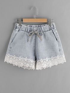 SheIn offers Contrast Lace Hem Drawstring Denim Shorts & more to fit your fashionable needs. Outfits Casual, Teen Fashion Outfits, Short Outfits, Girl Fashion, Summer Outfits, Girl Outfits, Cute Outfits, Friends Fashion, Emo Fashion