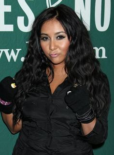 Snookis long, wavy hairstyle
