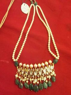 emerald jadawi.. Indian Jewellery Design, Jewelry Design, Hyderabadi Jewelry, Pearl Necklace Designs, Bollywood Jewelry, India Jewelry, Jewelry Patterns, Stone Jewelry, Wedding Jewelry