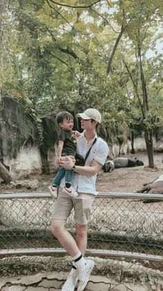 Bright as a daddy 😍 Cute Asian Babies, Korean Babies, Cute Korean Boys, Cute Boys, Ulzzang Kids, Ulzzang Couple, Couple With Baby, Father And Baby, Father Daughter