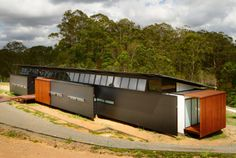 Wallaby Lane House and Studio, Alexandria, Queensland, Australia by Robinson Architects.