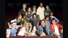 All the cast from hsm 3 with kenny ortega very cute i miss hsm ❤❤❤ Troy Bolton, Zac Efron, Vanessa Hudgens, High School Musical Cast, Old Disney Channel, Kenny Ortega, Nostalgia, Disney Jokes, Disney Pixar