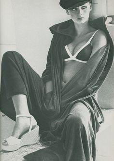 by Helmut Newton Helmut Newton, Glamour Photography, Fashion Photography, Define Fashion, High Fashion, Australian Fashion, Professional Photographer, Passion For Fashion, Editorial Fashion