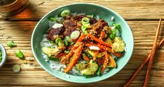 This Korean rice bowl is packed with veggies, rice and Beyond Meat®. Finish it with a spicy-sweet sesame sauce, and stir all these vibrant ingredients together for a classic Korean experience. Asian Recipes, Healthy Recipes, Ethnic Recipes, Weekly Recipes, Bibimbap Recipe, Quick Pickled Onions, Hello Fresh Recipes, Sesame Sauce