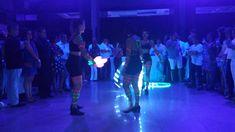 Artistas de circo com malabares de luz em evento da empresa Marsh, Espaço Onix em São Paulo. Contate-nos humorecirco@gmail.com (11) 97319 0871 (21) 99709 6864 (73) 99161 9861 whatsapp. Humor, Concert, Giant Bubbles, Openness, Corporate Events, Artists, Humour, Funny Photos, Concerts