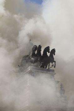 Incendio en el teatro Alcázar. Ha quedado en un susto sin grandes daños.| Fotogalería | Madrid | EL PAÍS