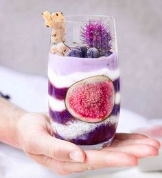 Drooling over this Purple Chia jar that @vickys.healthydreams created with our Black- Goji Berry powder Healthy ✅ Easy to make ✅ Yum ✅ Recipe: Dark layer: Made with 1 frozen banana, 1 cup frozen blueberries, 2 tsps Black Goji Berry powder Light purple layer: 1 cup coconut milk 1/4 frozen blueberries Chia pudding: 1 cup coconut milk and 4 tsps chia seeds Shop our superfoods here: www.unicornsuperfoods.com