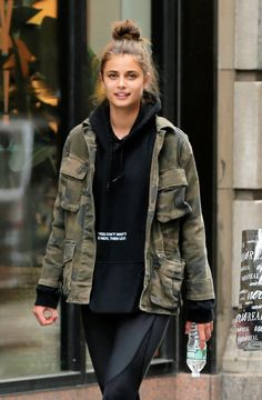 Athleisure by Taylor Hill Taylor Hill Style, Taylor Marie Hill, Best Street Style, Model Street Style, Outfits For Teens, Casual Outfits, Cute Outfits, Military Looks, Girl With Hat