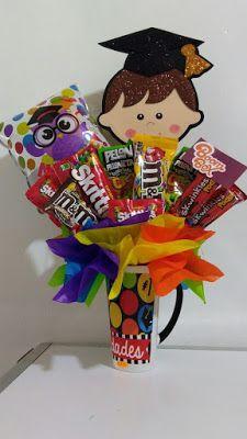 For Victoria's graduation Graduation Bouquet, Diy Graduation Gifts, Preschool Graduation, Graduation Party Decor, Homemade Gift Baskets, Homemade Gifts, Diy Gifts, Candy Bar Bouquet, Graduation Gifts