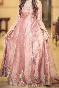 Beautiful Pakistani Dresses, Pakistani Formal Dresses, Pakistani Dress Design, Indian Dresses, Pakistani Fashion Party Wear, Pakistani Wedding Outfits, Pakistani Wedding Dresses, Bridal Outfits, Wedding Dresses For Girls
