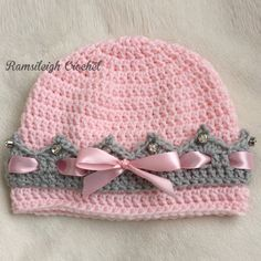 Many of you looking for a girly hat with decors for toddler. This project seems to be perfect for everyone. Of course you can change the colors for light green or red but try this