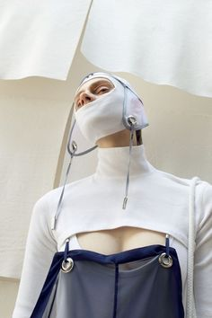 When disciplines mix, refreshing points of view come to life. We merged the work of Central Saint Martins BA Fine Art and BA Fashion Class of Fashion Art, Editorial Fashion, High Fashion, Fashion Show, Womens Fashion, Fashion Design, Inspiration Mode, Lookbook, Bustier