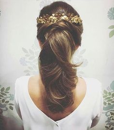hair for shoulder length hair styles for medium hair length wedding hair styles for wedding hair hair with flower hair jewellry hair to side hair styles for short hair Veil Hairstyles, Romantic Hairstyles, Curled Hairstyles, Pretty Hairstyles, Wedding Hairstyles, Hairstyles Videos, Formal Hairstyles, Natural Hairstyles, Medium Hair Styles