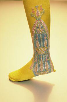17th century stockings | Queen Elizabeth I wore Spanish silk stockings.
