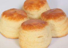 Túrós pogácsa   Varga Gábor (ApróSéf) receptje - Cookpad receptek English Bread, English Food, Hungarian Desserts, Hungarian Recipes, Hungarian Food, Bread Dough Recipe, Salty Cake, Snacks, Sweet And Salty