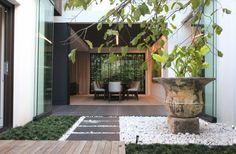 jardin estilo zen con guijarros