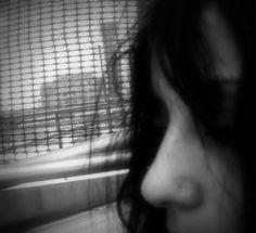 D .1 Ciao Silvia! Una biografia che incuriosisce la tua. Un dire/ non dire che ti contraddistingue sempre. Anche la tua scrittura che sembra fatta di nervi e sangue. Come riesci a tenere insieme nello stesso scritto un linguaggio provocatorio e senza censura e una diffusa musicalità?