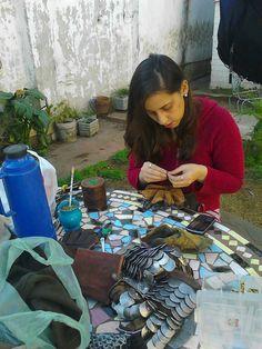 Romina arreglando guanteletes - Valherjes