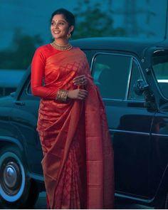 Full Sleeves Blouse Designs, Silk Saree Blouse Designs, Silk Sarees, Blouse Patterns, Sari Blouse, Brocade Saree, Choli Designs, Red Saree, Chiffon Saree