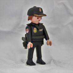 Playmobil Custom Policia Nacional Guia Canino, es una réplica de este cuerpo de las Fuerzas de Seguridad del Estado, la Policia Nacional, usando un muñeco Playmobil. Todos los detalles, escudos, insignias, pistola. #PlaymobilMilitares #PlaymobilPolicia