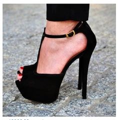 I'm in love with these heels !