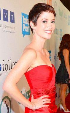Chyler Leigh is a stunner! Love her new pixie hair cut. I <3 Grey's and am gonna miss Lexie :(