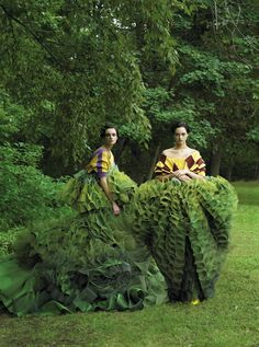 Caroline Trentini and Gemma Ward photographed by Steven Meisel, Vogue, December 2006 // John Galliano's topiary dresses for Christian Dior Couture Steven Meisel, Gemma Ward, Annie Leibovitz, Tim Walker, John Galliano, Galliano Dior, Foto Fashion, Fashion Art, Green Fashion