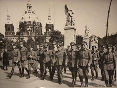 Gran fotografía de Oficiales de la División Azul de visita en Berlin- Prestigiosa Agencia Hoffmann (Militar - Fotografía Militar - II Guerra...